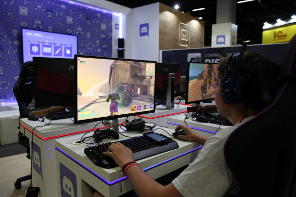 AGON AG241QX gamescom